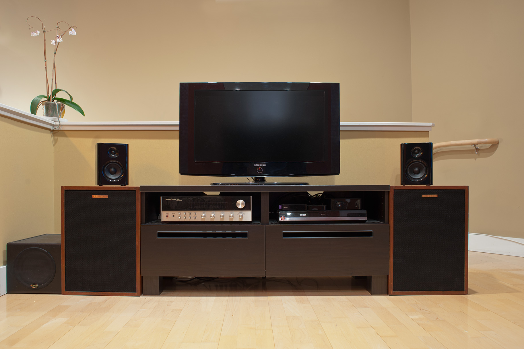 Published December 18, 2011 At 1826 × 1217 In Kanto Yaro Speaker Review ·  Kanto Yaro In My Living Room
